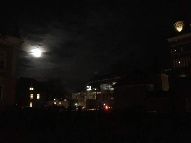 Nattbild domkyrkoplan